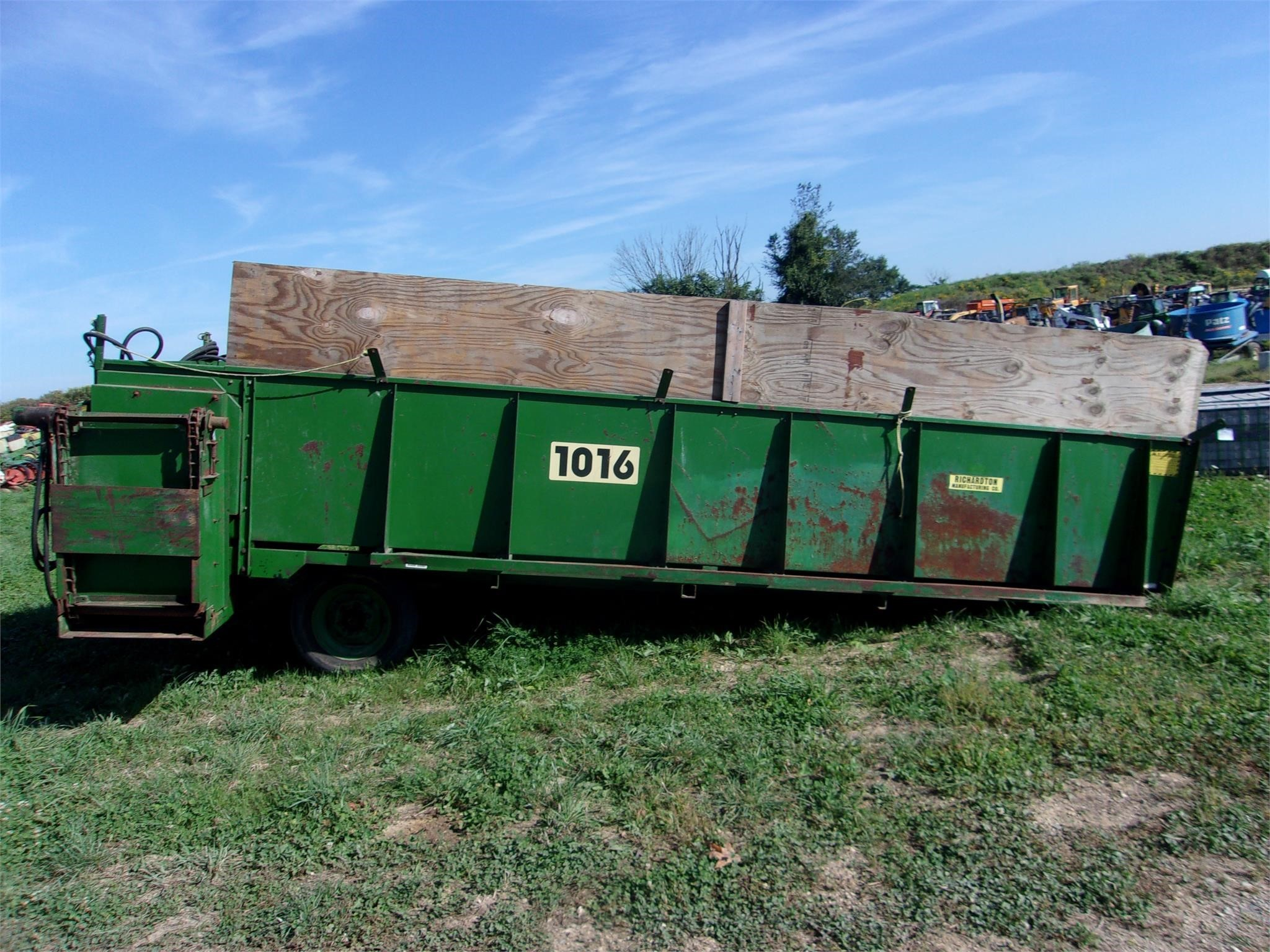 Richardton 1016 Feed Wagon