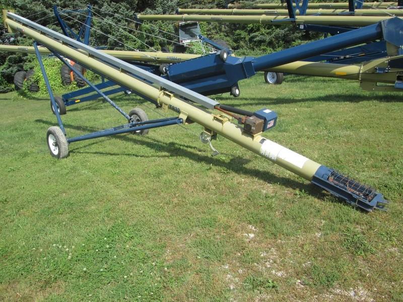 Harvest International T832 Augers and Conveyor