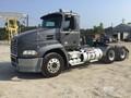 2015 Mack PINNACLE CXU613 Semi Truck