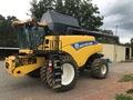 2015 New Holland CR7090 Combine