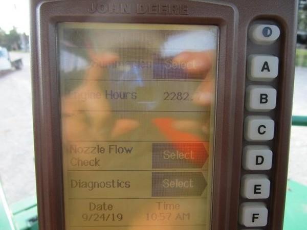 1998 John Deere 4700 Self-Propelled Sprayer