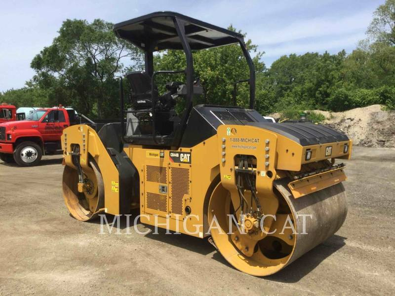 2016 Caterpillar CB44B Compacting and Paving