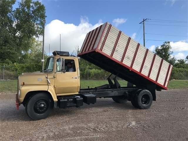 1983 Ford 7000 Tractor