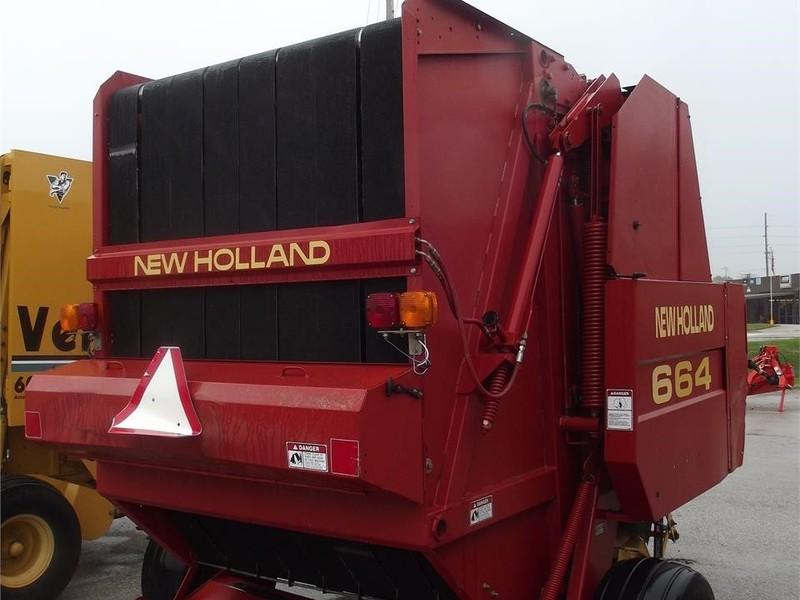 New Holland 664 Round Baler