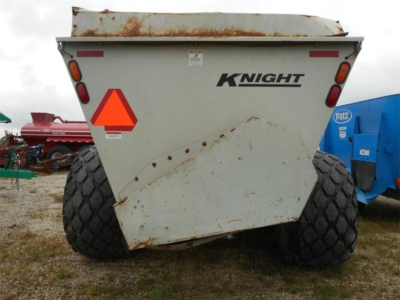 Knight 8040 Manure Spreader