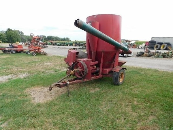 1974 International 105 Grinders and Mixer