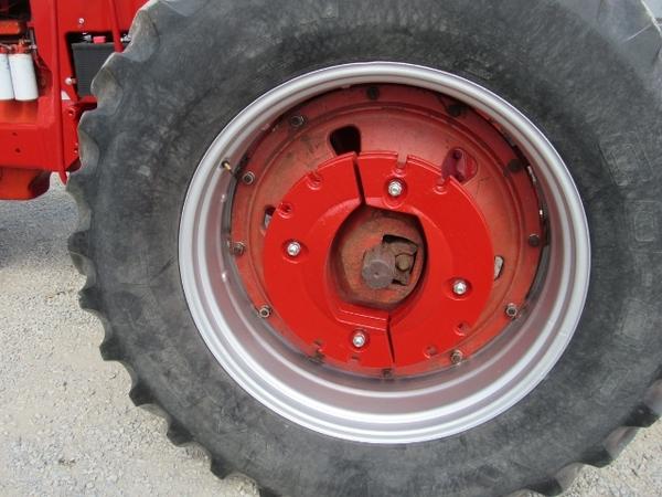 1971 International 766 Tractor