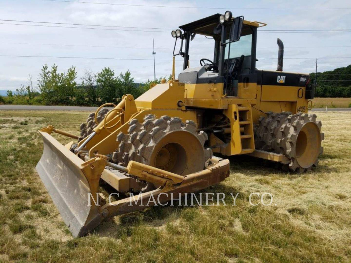 1998 Caterpillar 815 Compacting and Paving
