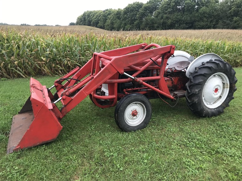 1962 Ford 641 Tractor