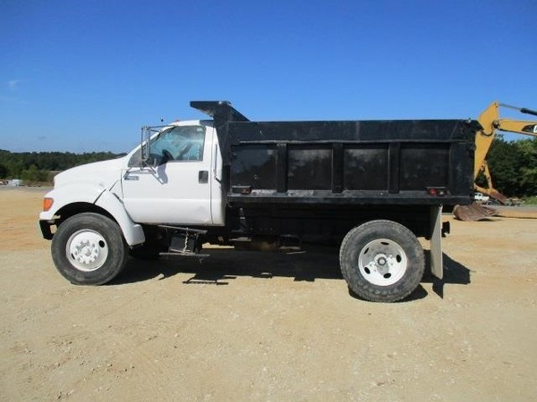2000 Ford F650 XL Pickup