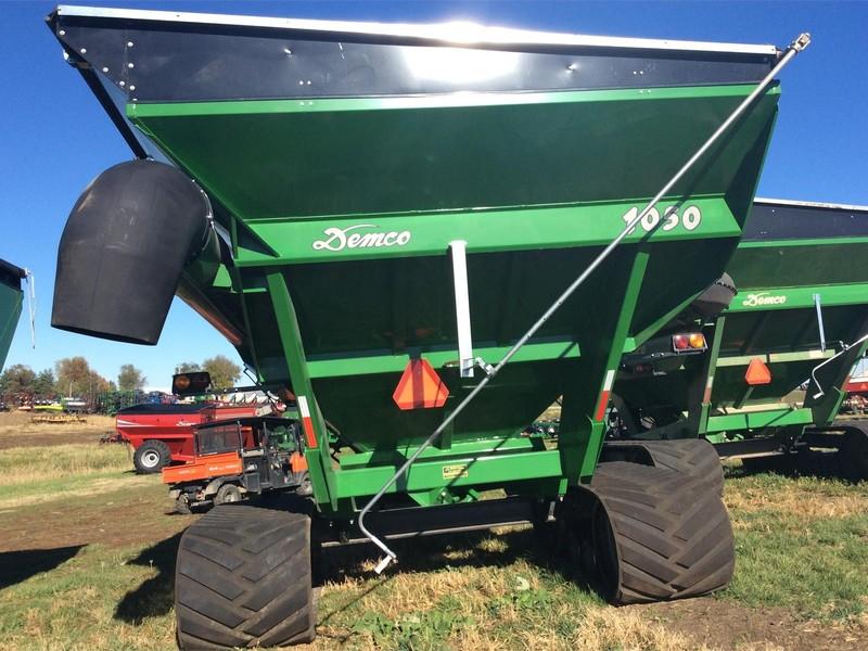 2014 Demco 1050 Grain Cart