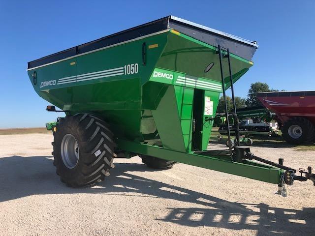 2019 Demco 1050 Grain Cart