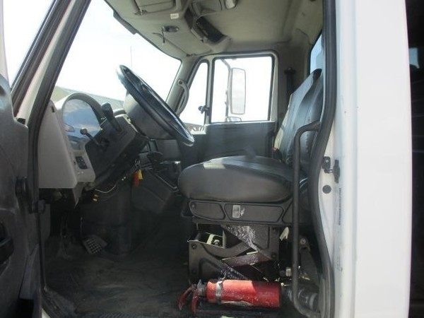 2008 International DURASTAR 4300 Semi Truck
