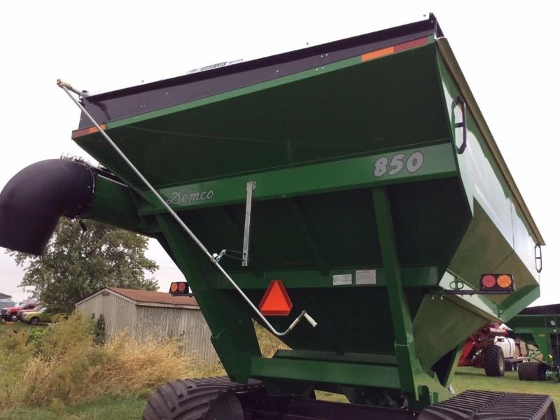 2019 Demco 850 Grain Cart