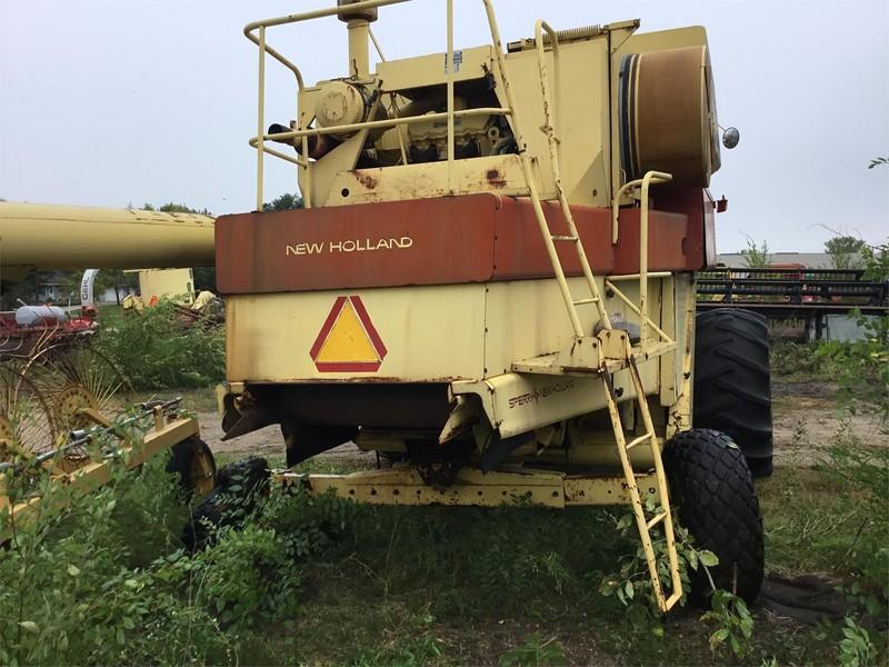 New Holland TR85 Combine