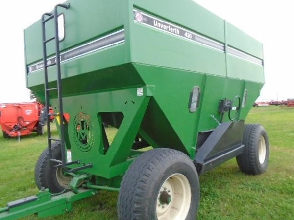 1999 Unverferth 430 Gravity Wagon