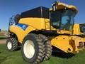 2011 New Holland CR9060 Combine