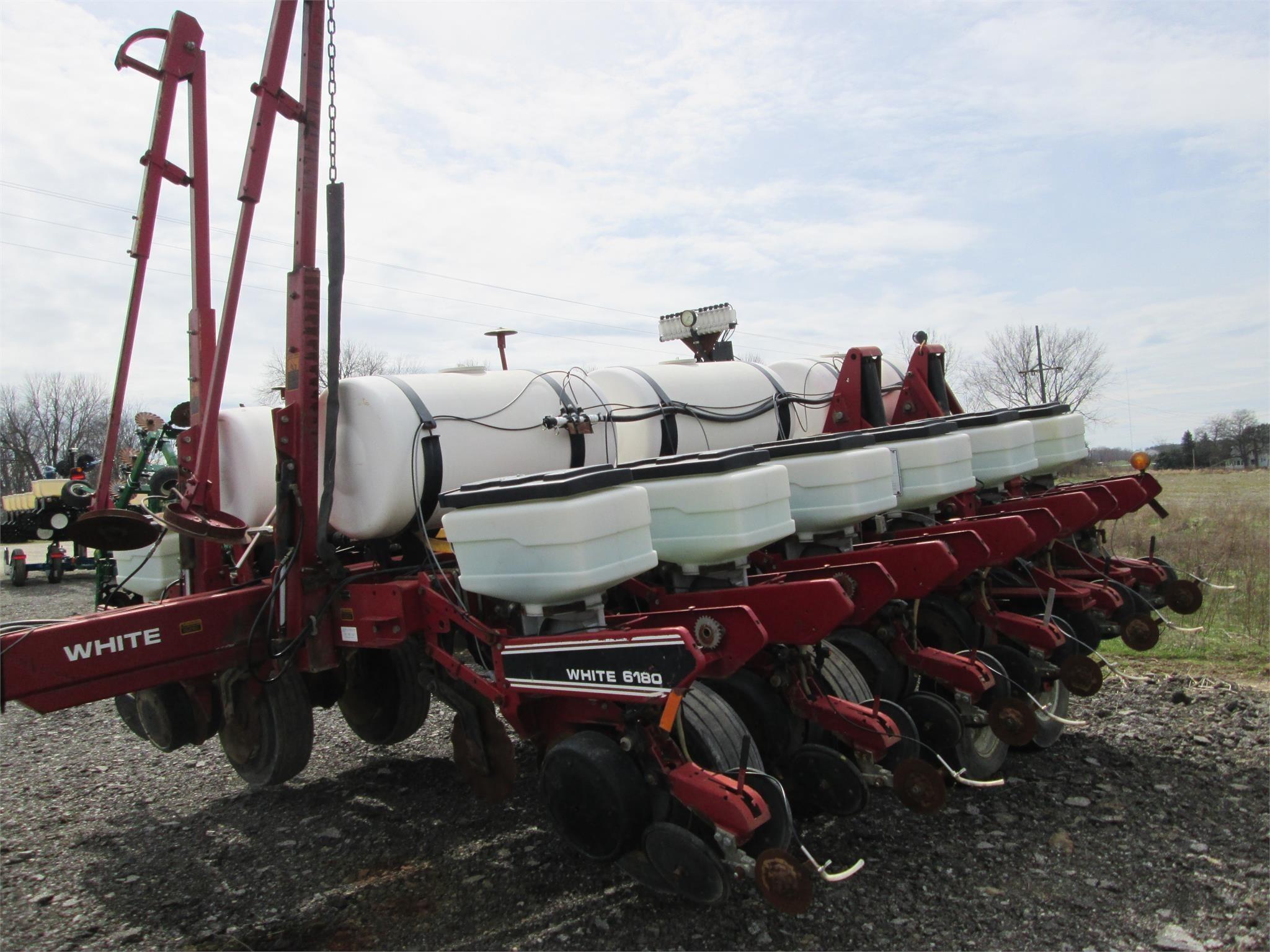 1994 White 6182 Planter