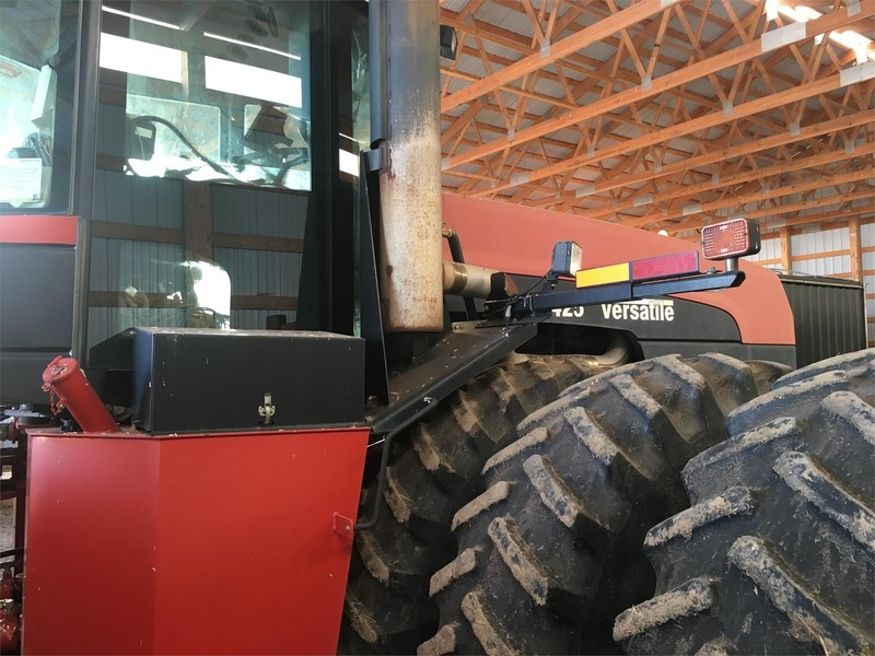 2004 Buhler Versatile 2425 Tractor