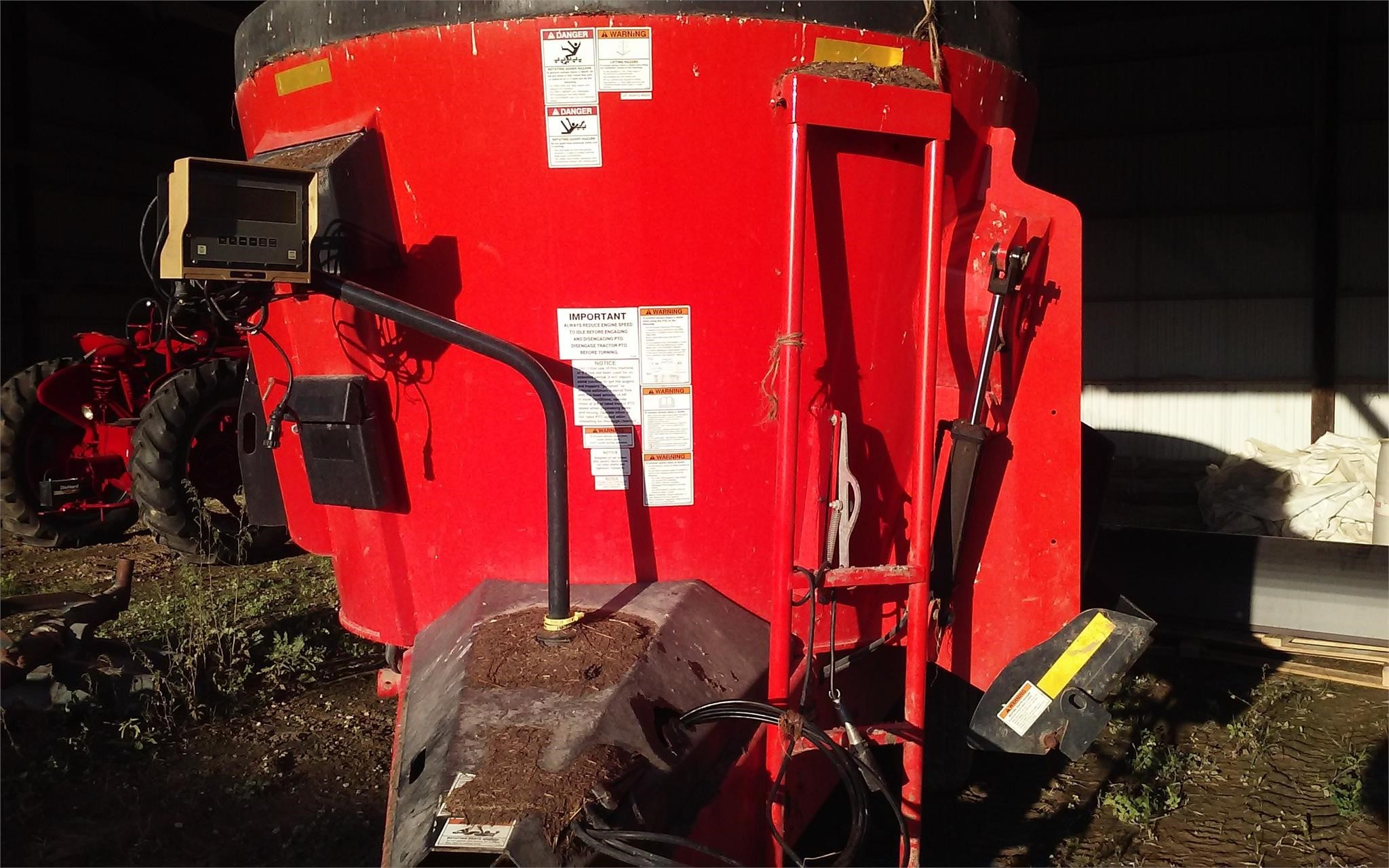 2014 Kuhn Knight VT132 Grinders and Mixer