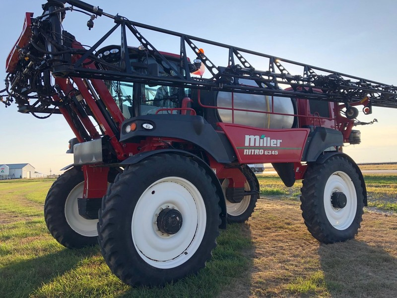2017 Miller NITRO 6345 Self-Propelled Sprayer