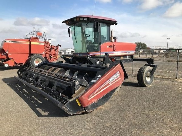 2004 MacDon 9352i Self-Propelled Windrowers and Swather