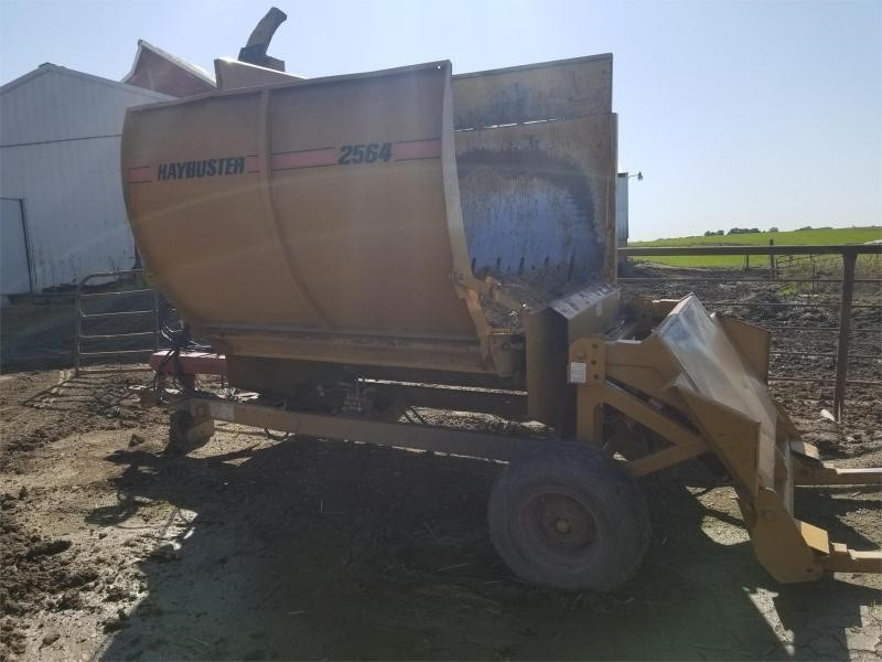 2006 Haybuster 2564 Grinders and Mixer
