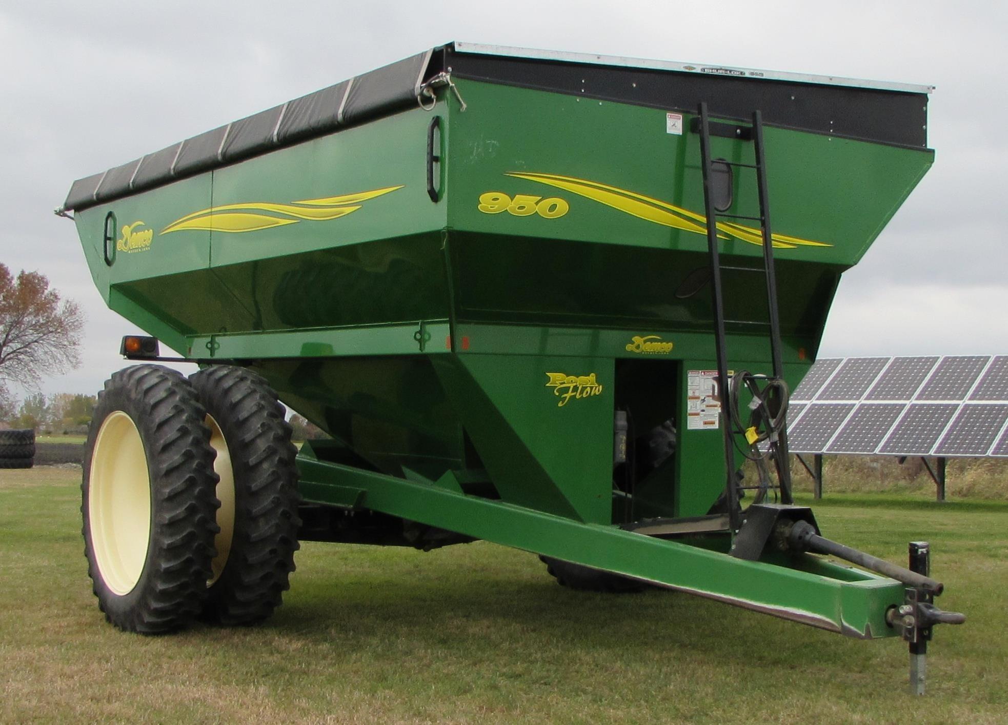 2005 Demco 950 Grain Cart