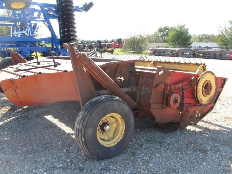 New Holland 490 Pull-Type Windrowers and Swather