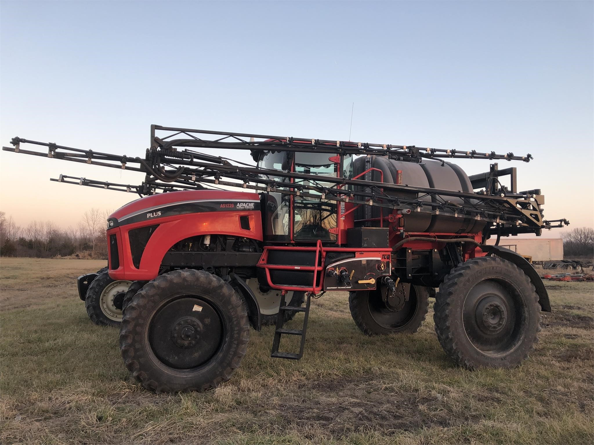 2014 Apache AS1220 Plus II Self-Propelled Sprayer