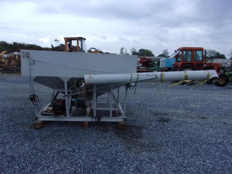 Willmar UT57 Pull-Type Fertilizer Spreader