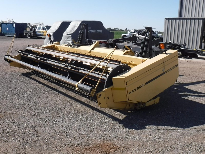 1999 New Holland 2326 Self-Propelled Windrowers and Swather