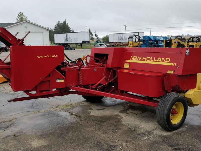 New Holland 565 Small Square Baler