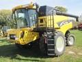 2005 New Holland CR960 Combine
