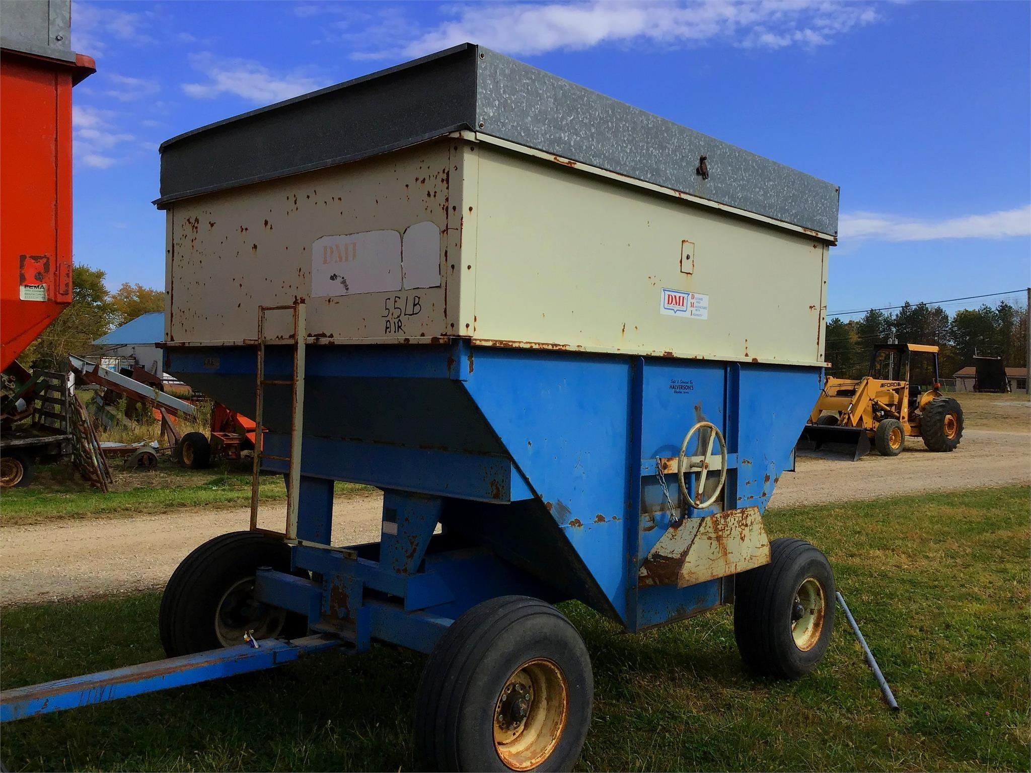 DMI 350 Gravity Wagon
