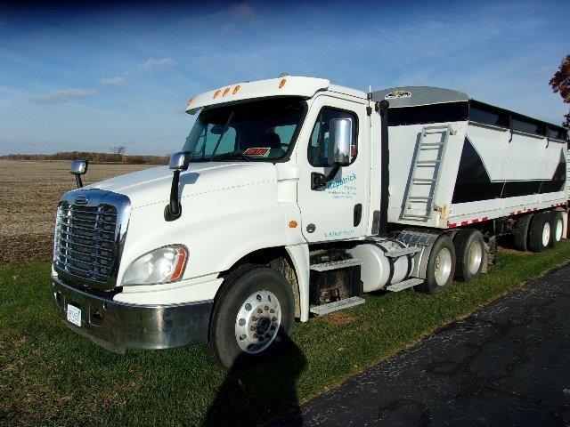 2014 Freightliner CASCADIA 113 Semi Truck