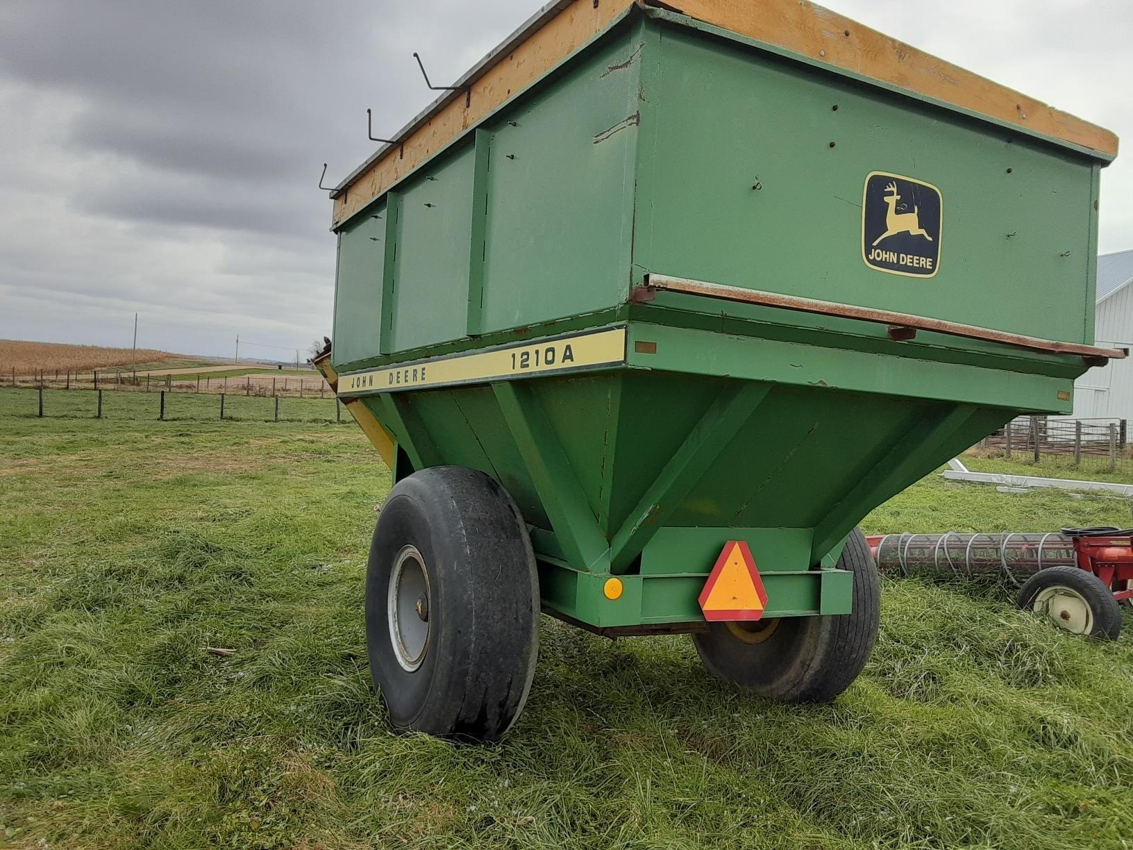 1984 John Deere 1210A Grain Cart