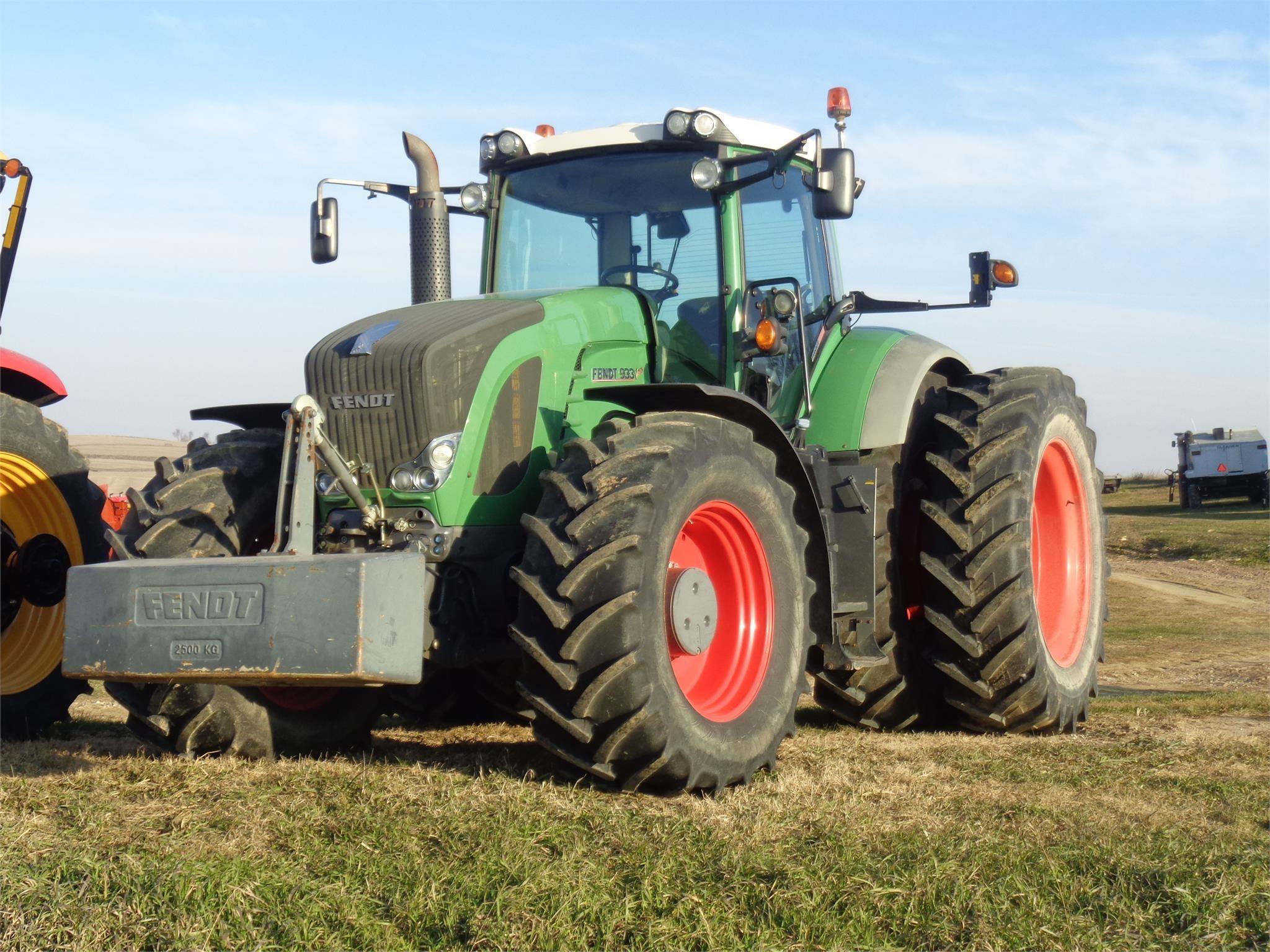 2011 Fendt 933 Vario Tractor