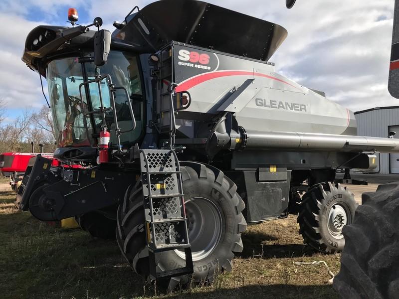 2017 Gleaner S96 Combine