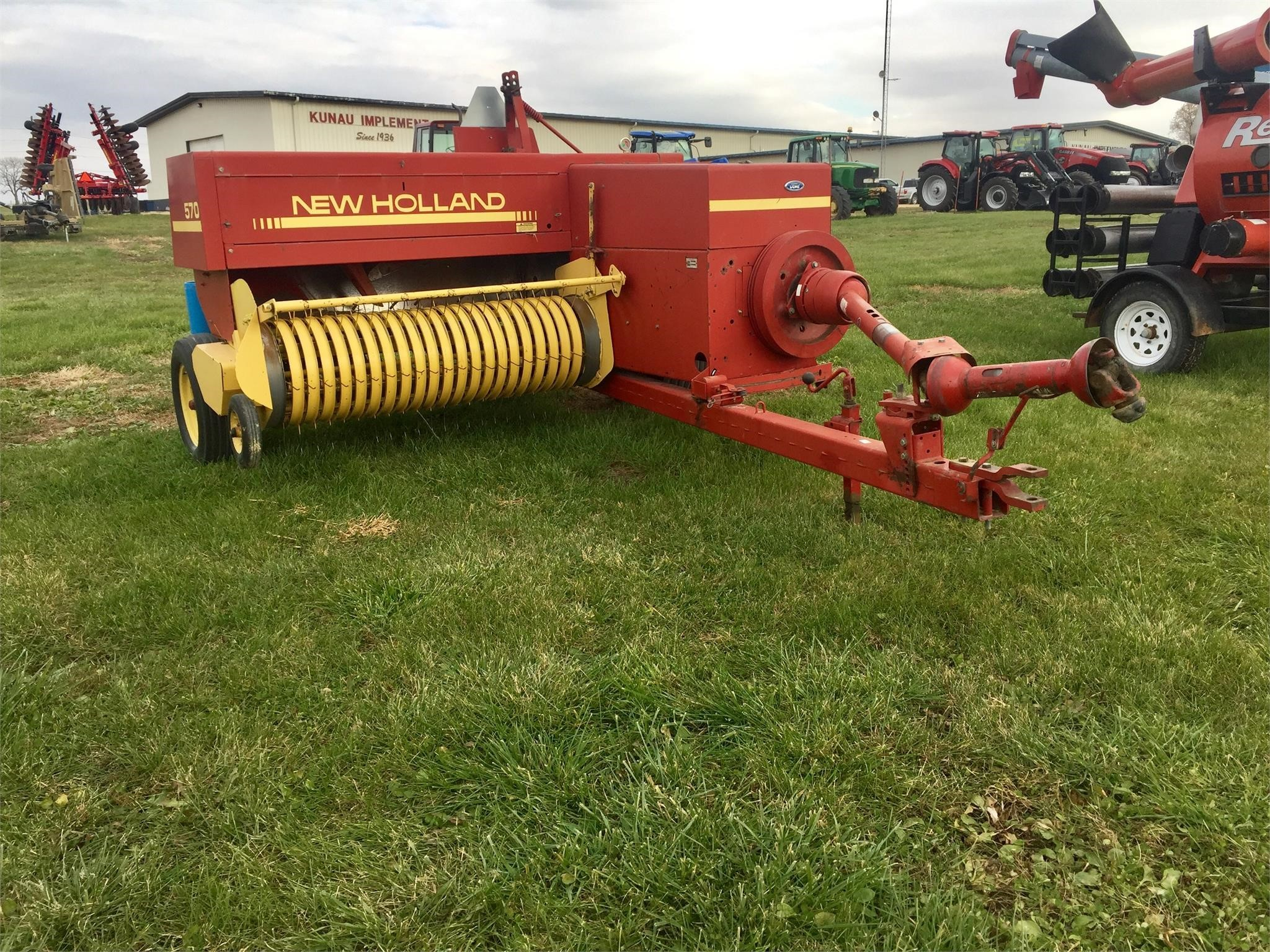 1989 New Holland 570 Small Square Baler
