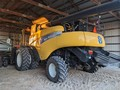 2010 New Holland CR9065 Combine