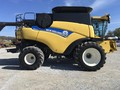 2013 New Holland CR6090 Combine