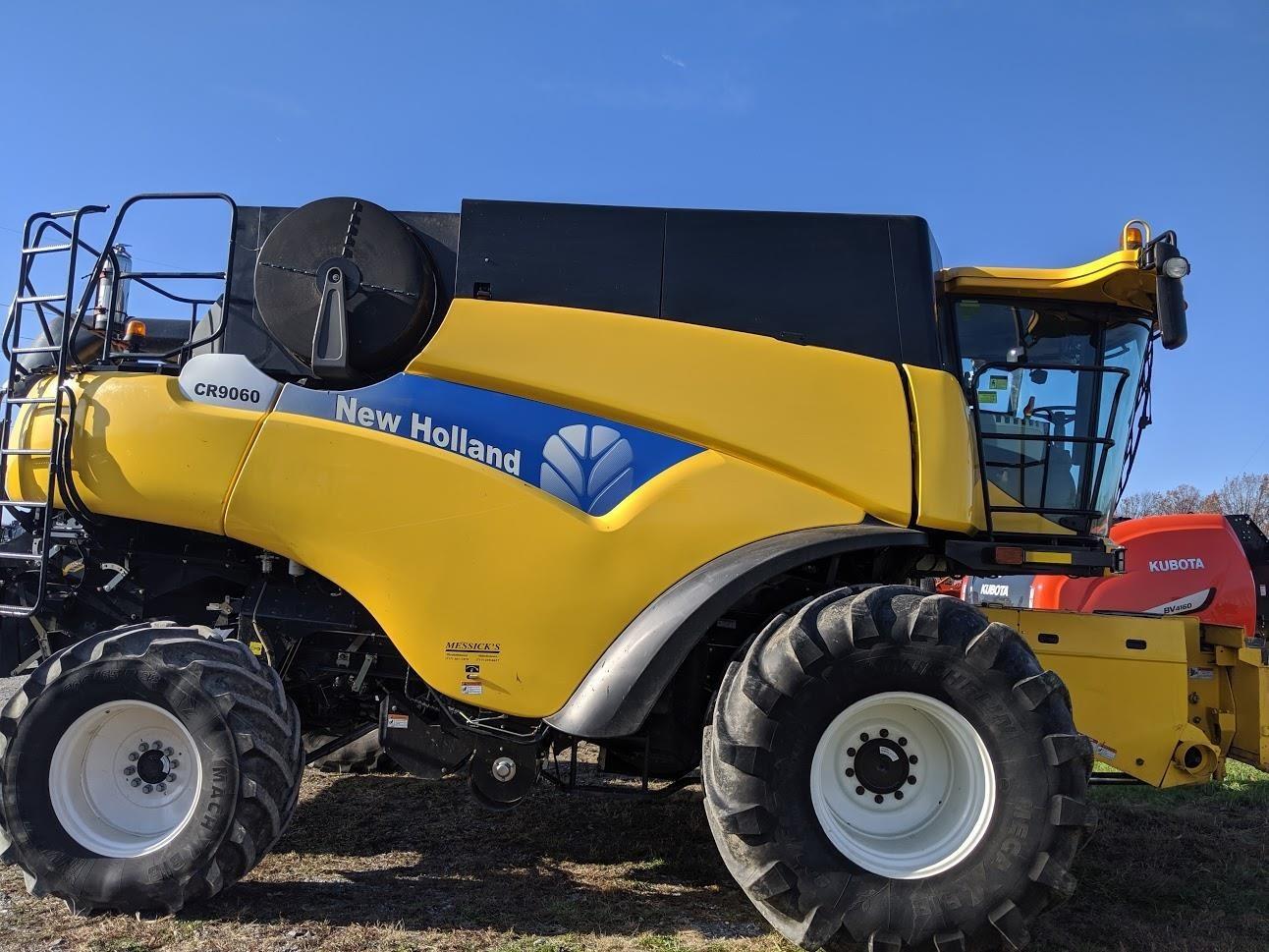 New Holland CR9060 Combine