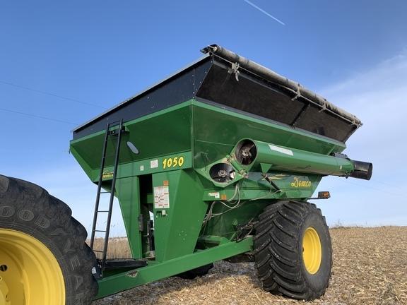 2009 Demco 1050 Grain Cart