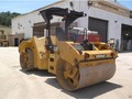 2013 Caterpillar CB64 Compacting and Paving
