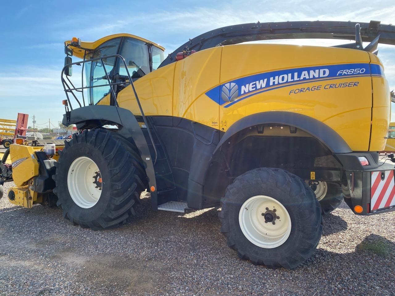 2017 New Holland FR850 Self-Propelled Forage Harvester