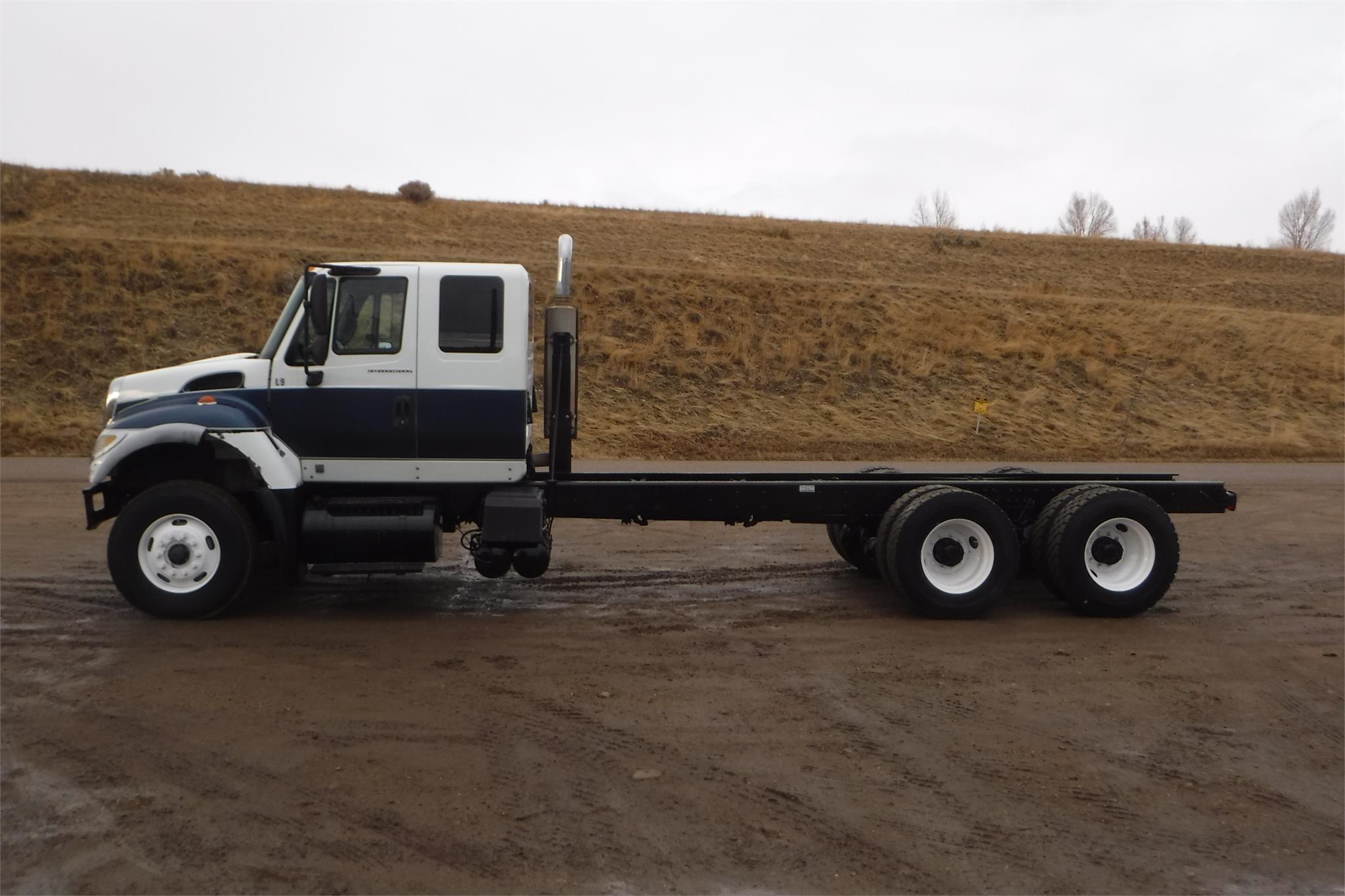 2007 International 7600 Semi Truck