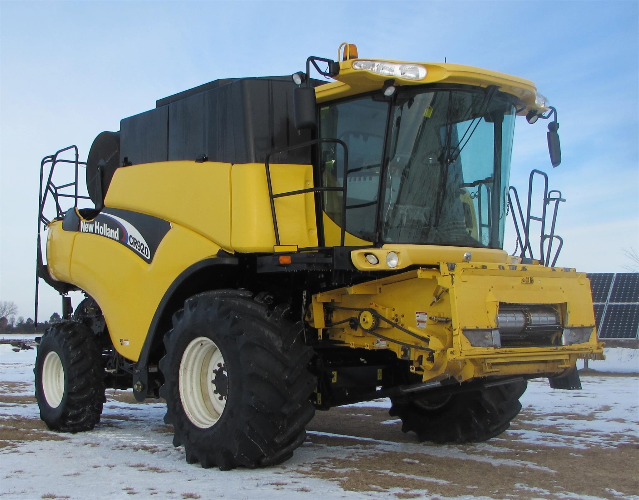 2003 New Holland CR920 Combine
