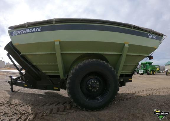 2017 Orthman 1210 Grain Cart