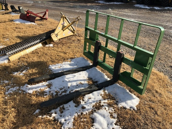 2019 MDS 2415 Loader and Skid Steer Attachment